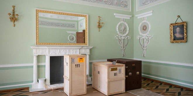 В Петергофе завершилась реставрация Екатерининского корпуса дворца Монплезир 1