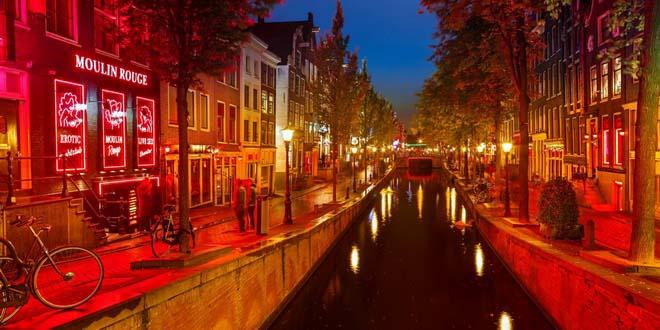 Когда от туристов тошнит. Власти Амстердама рекомендуют гостям ехать в Гаагу 1