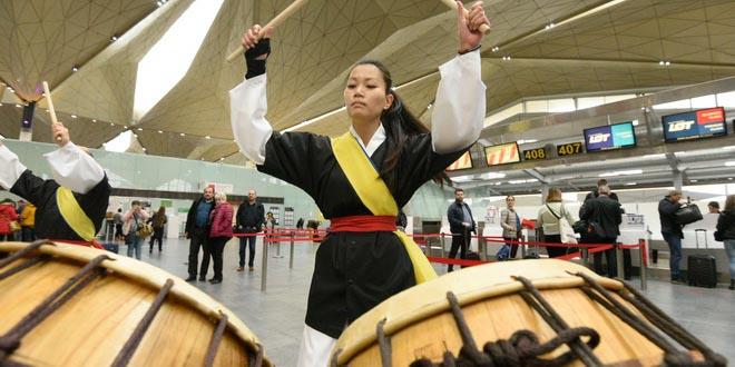 В День Кореи в Пулково играли на барабанах и танцевали k-pop