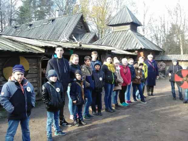 Четыре тысячи школьников Ленобласти ближе познакомились с родным краем при поддержке Правительства региона 11