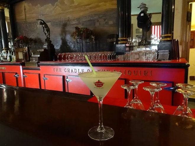 Пойдем по барам! «Эль-Флоридита» - излюбленный бар-ресторан Хемингуэя на Кубе 7