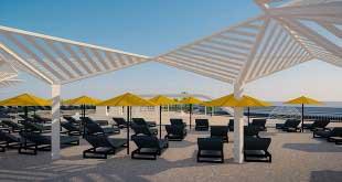 Первый искусственный песчаный пляж открылся в Сочи