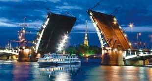 В Петербурге туристов оставили без ночных экскурсий по Неве