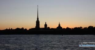 Петербург рассчитывает на туристский рекорд