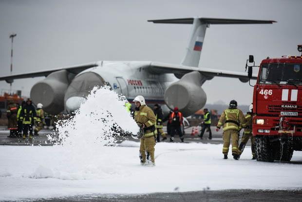 В Пулково тушили «аварийный» Ан-148 и эвакуировали пассажиров