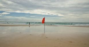 В Таиланде туристам запретили купаться в море