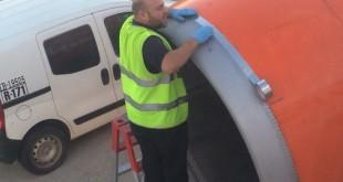 Чинить самолеты скотчем - это нормально!