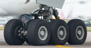 Человек совершил перелет в отсеке шасси самолета и выжил